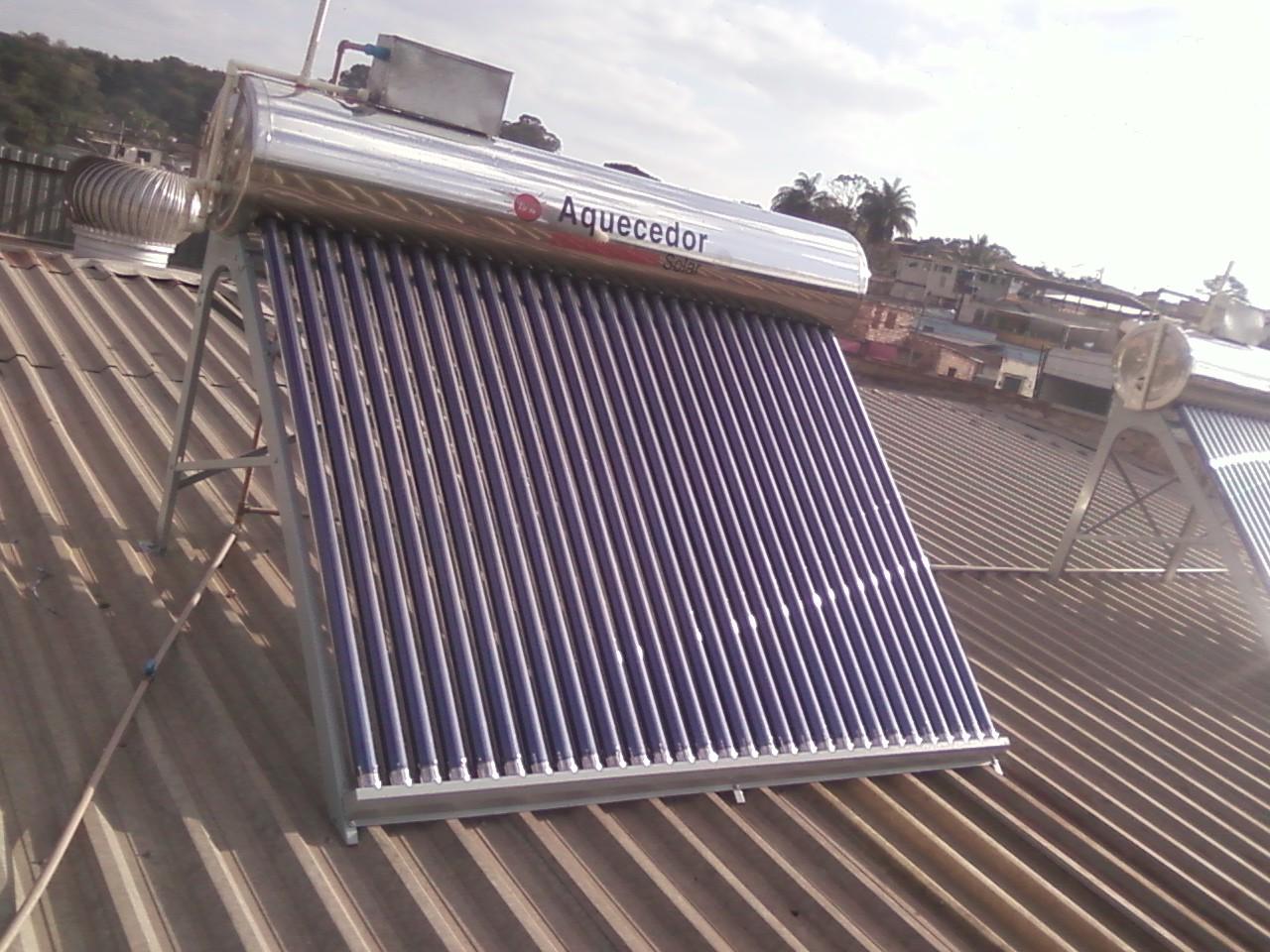 Aquecedor solar a vácuo acoplado